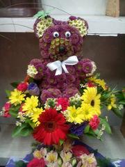букет медвежонок из живых цветов,  доставка по алматы
